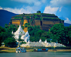Private Half Day visit by boat of Mingun from Mandalay