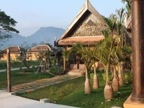 Villa vang vieng riverside for Domon river guesthouse vang vieng